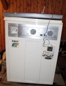 Bild 1: Frontansicht einer WM66 mit gedämmtem Deckel und Brauthermometer