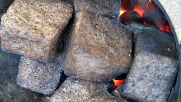 Spiel mit dem Feuer: Kärntner Steinbier Über Maischen mit Steinen, gerösteten Hopfen und ungekochte Würze