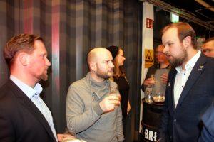 Jns Reineke (re) im Gespräch mit Tobias Kandler (li)